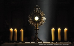 paray-feu-agse-guide-ainee-2014---adoration